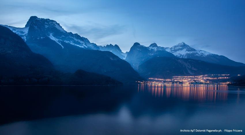 13.-Molveno-e-le-Dolomiti-di-Brenta-all_ora-blu_ph